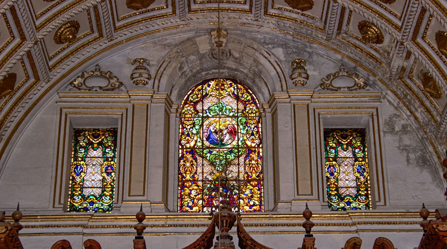 Catedral de Granada Architecture Built Structure Religion Belief Building Place Of Worship Spirituality Building Exterior No People Art And Craft Ornate Arch Stained Glass Low Angle View History The Past Ceiling Glass Mural Floral Pattern Altar