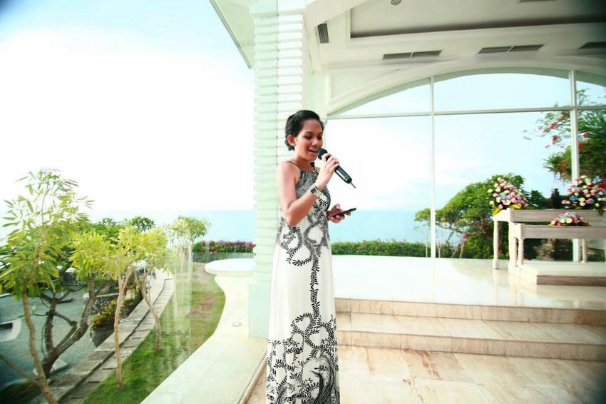 Happy Wedding for my friend Cici and her husband, Michael!! Weddingceremony WeddingSINGER Beachwedding Bali