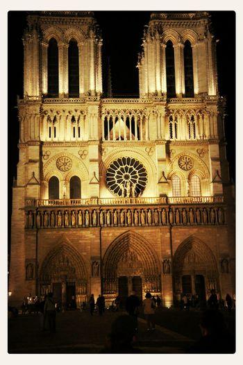 프랑스 파리 노틀담 대성당... 야경이 멋지군.... 너무 높아 목이 부러질뻔... ㅠㅠ Paris ❤ Notre Dame De Paris
