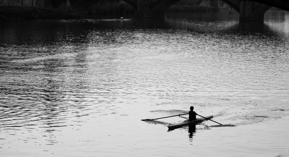 Canoeist Fiume Arno River Arno Shadows & Lights Black & White Black And White Monochrome Atmospheric Lights And Shadows Firenze Italy Florence The Best City In The World Silhouettes Canoeist Canoe Rowing Water Riverside Silhouette Water People Outdoors One Person Nature Day Only Women Adult Adults Only