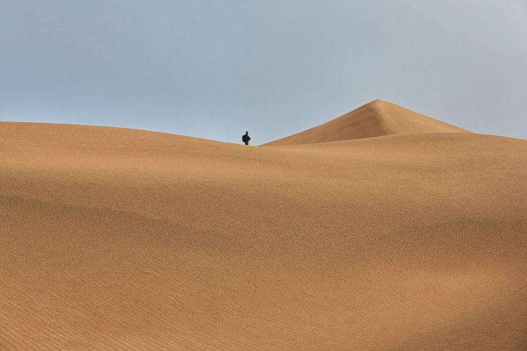 1166 sand ridge-pyramidal dune-sumu jaran and sumu barun jaran lakes' e.shore- badain jaran desert.