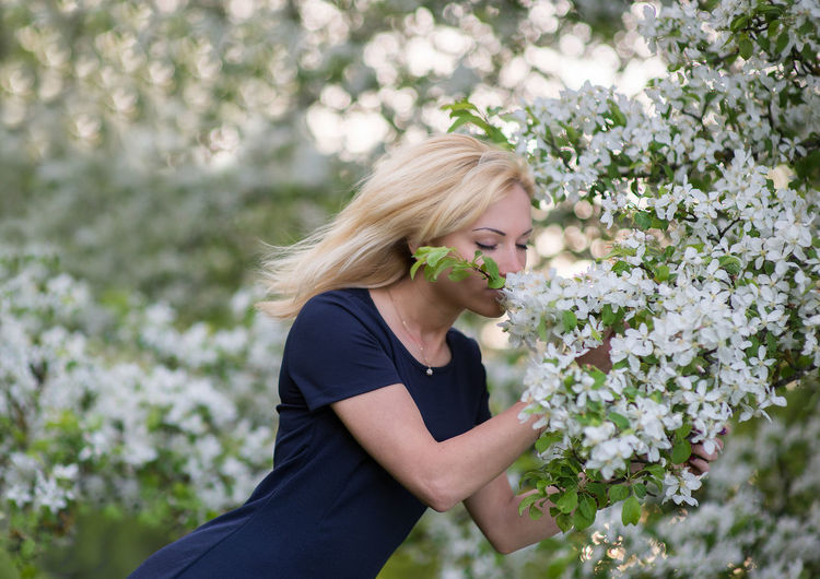 Blond Hair Cherry Cherry Blossoms Cherry Tree Diet Diet & Fitness EyeEmNewHere Face Healthy Heyday Lifestyles May Model Natural Beauty Nature One Person Outdoors Portrait Spring Spring Blossoms White White Flower Woman Young Woman Youth Women Around The World The Portraitist - 2017 EyeEm Awards Sommergefühle