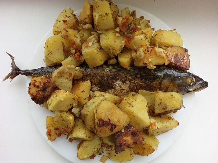 Скумбрия запеченая в рукаве с картошкой