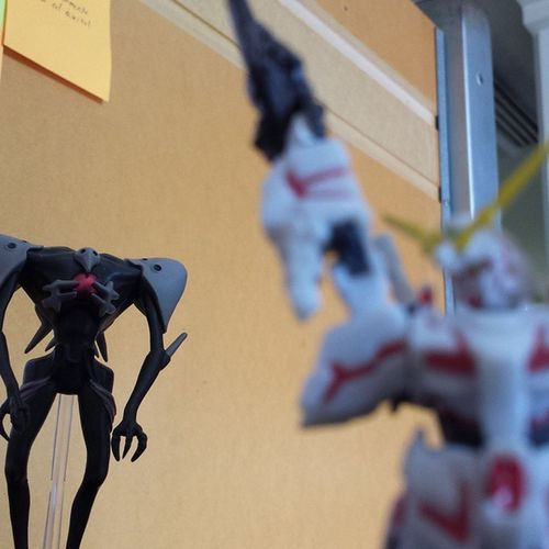 Evangelion Gundam Sachiel Unicorn Rx-0 Era molestando!