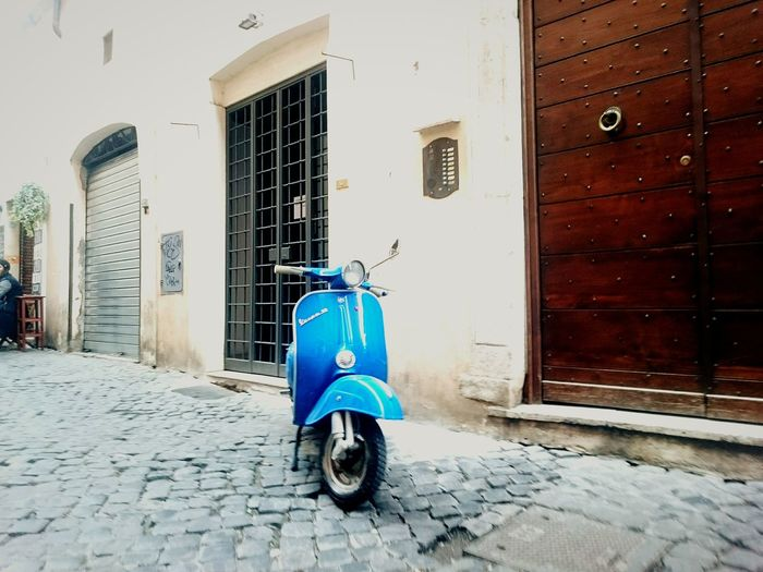 Vespavintage Vespaspotting Roma Going Places Romestreets Romesweethome Moving Around Rome