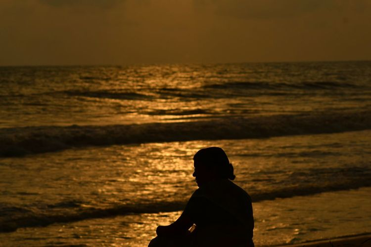 MoM... 🙇... I.. aM.. bLessEd.. tO.. caLL yOu.. sO.. 😊 Mother Silhouette Sea Beach Sunset One Person People Horizon Over Water Nature Outdoors Wave Beauty In Nature Reflection Silence Kerala Light And Dark First Eyeem Photo Fine Art Golden Sunset Water Simple Quiet Love Colorful Exceptional Photographs Expressions In My Point Of View Live For The Story The Portraitist - 2017 EyeEm Awards EyeEmNewHere Lost In The Landscape