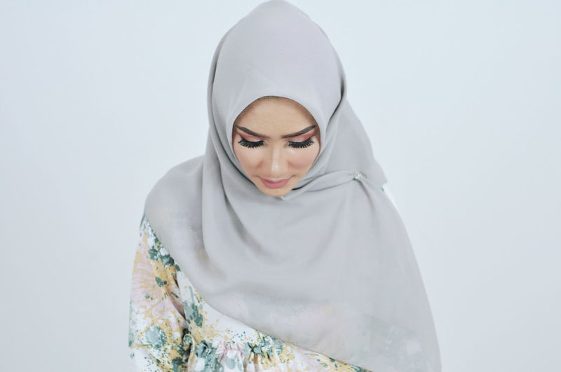 Hijab Hijabstyle  Hijabfashion Hijabbeauty Girl Young Women Human Hand Beauty Human Face Women Beautiful Woman Beautiful People Cold Temperature Veil Facial Mask - Beauty Product Exfoliation Hood - Clothing Religious Dress International Women's Day 2019