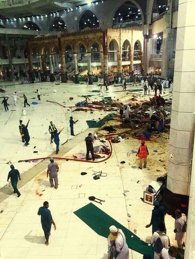 Mecca Saudi Arabia Crane Fell Down At Least ... 62 Dead