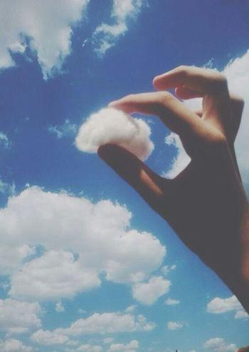 descobrir que as nuvens são feitas de algodão. *0*