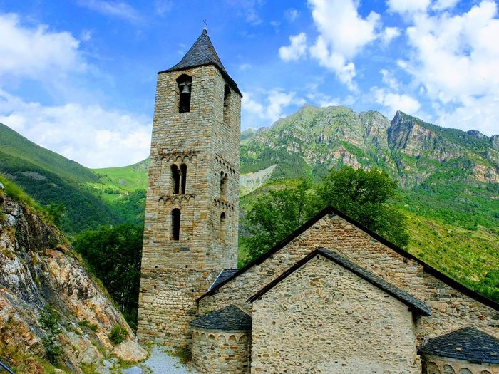 Catalogne Catalunya Catalunyaexperience Rural Scene History Tree Ancient Old-fashioned Tower Sky Architecture Building Exterior Cloud - Sky