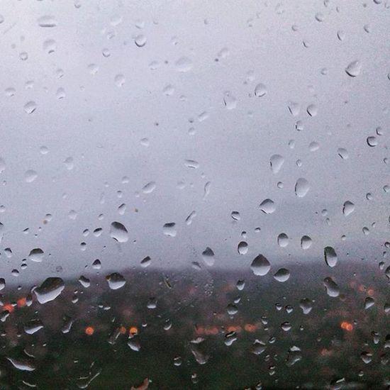 Esto es lo que Caracas necesitaba y muchos también. Lluvia Caracas Gotas Frio LoMejorEstaPorVenir NubesGrises Scape Drenar EvolutionIII AndreinaFuentes