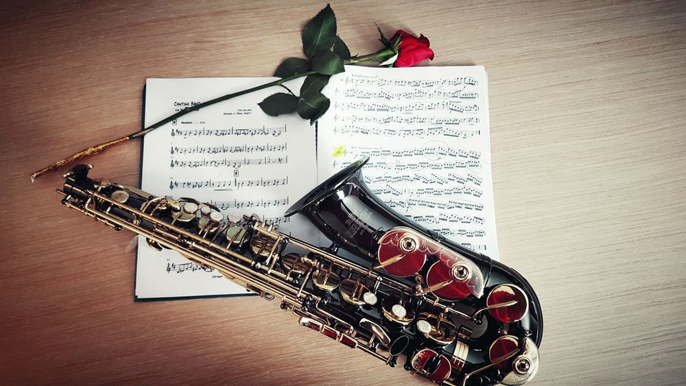 Saxophone Music Sheet Saxofone🎷 Instrument Check This Out! Rose🌹 Red Rose