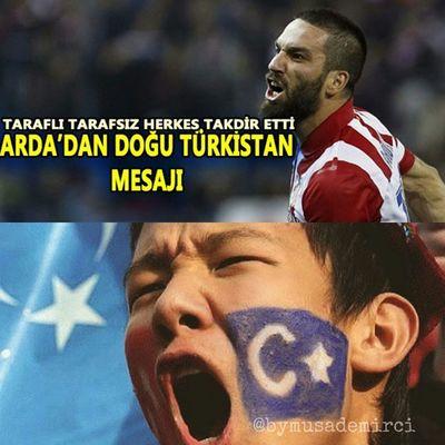 Arda Turan'dan 'Doğu Türkistan' mesajı Atletico Madrid forması giyen milli yıldız Arda Turan, Doğu Türkistan için dua istedi. Atletico Madrid forması giyen milli yıldız Arda Turan,Çin'in kontrolü altında olan ve türlü eziyete uğrayan Doğu Türkistan'ı unutmadı. DOĞU TÜRKİSTAN İÇİN DUA İSTEDİ Yıldız futbolcu,Instagram hesabından Doğu Türkistan bayrağını paylaşarak Çin'in bu zalimliğine tepki gösterdi. Turan paylaştığı fotoğrafa, 'Doğu Türkistan için dua' notunu düştü. Takipçileri tarafından oldukça destek gören bu fotoğrafa binlerce yorum yapıldı. Çin, Doğu Türkistan'da oruç,namaz gibi ibadetleri yasaklayarak bölgede yaşayan halka büyük bir eziyet uyguluyor. ⭐🌙 😥😥😥😥😥 StopTerorisminChina DoguTurkistanKanAgliyor