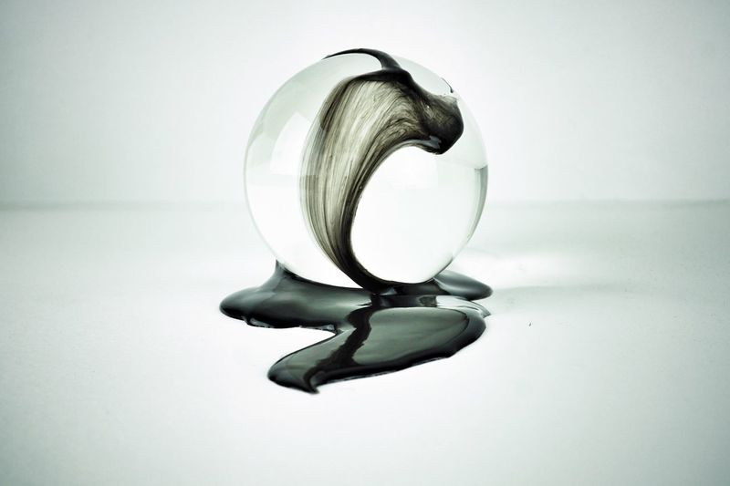 symbiosis-black 04 Glass - Material Circle Geometric Shape Reflection Still Life White Background Close-up Indoors  Sphere Bauble Liquid Viscous Movement Symbiosis Glass Ball Single Object Simplicity