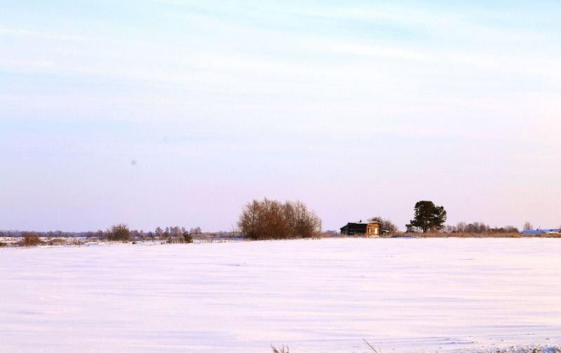 Деревня дом пейзаж поле снег зима дерево небо