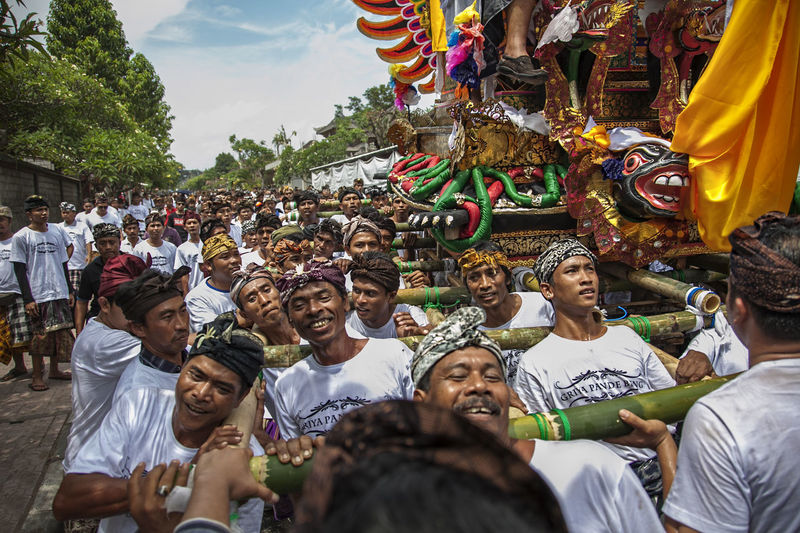 the power of society in Bali for cremation ceremony Bali INDONESIA BAde Balinese Culture Celebration Cremation Ceremony Cremationceremony Large Group Of People Real People Religion Togetherness