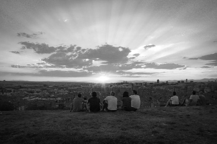 Check This Out Enjoying Life Relaxing Vallecas Parque De Las Siete Tetas SieteTetas Cityscape Madrid Spain Madrid, Spain Madrid Showcase July Sunset_collection People Together Watching The Sunset Blackandwhite Black And White Blackandwhite Photography EyeEm Gallery Adapted To The City