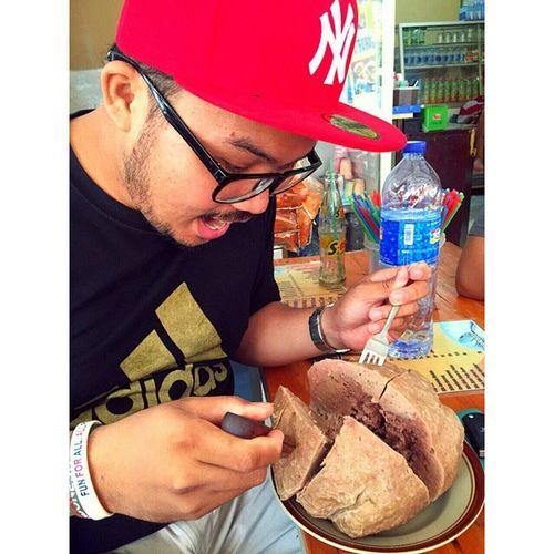 Bakso raksasa ini cuma ada di bandung, 1kg daging sapi asli.. Wonderfullindonesia Pesonabandung Makananenak Kulinerindonesia Bakso Baso Bandung