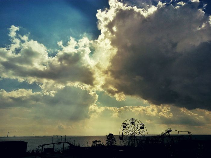Looking out on Southend Seafront. Seaside Southend On Sea Sea Sea View Sea And Sky British Seaside Southend This Is Britain Seascape Sky Skyscape Clouds And Sky Clouds Cloudscape The Great Outdoors - 2016 EyeEm Awards