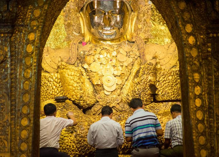 Ritual of face wash to Mahamuni Buddha Buddha Buddha Face Golden Temple Mahamuni Buddha Temple Myanmar Photography Statue Adult Architecture Budda Statue Buddha Statue Buddhist Temple Culture And Tradition Face Wash Face Washing Mahamuni Mahamuni Buddha Men Mens Myanmar Culture Pilgrimage Pilgrimage Site Prayers Religion Religion And Beliefs Religious