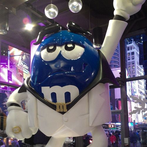 M&M's Saturday Night Fever M&m's Times Square NYC The World Of M&M's Saturday Night Fever Lots Of Colours Blue M&m's Ilovem&m's Yummy :) Delicious Food Lotsofun