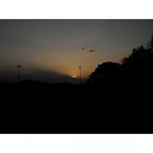 """masih ada...dan masih menunggu... kemarin"" Senja  di Sabuga Bandung Lenovotography Pocketphotography Sunset Photostory Titik_tiga Lzybstrd"