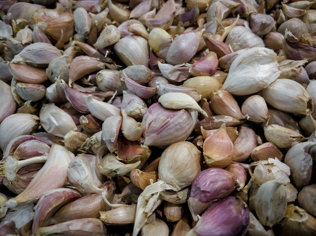 A lot of Thai garlic clove Kitchen Food Ingredients Ingredient Market Market Stall Herb Healthy Eating Thai Violet Thai Herb Backgrounds Full Frame Beach Close-up Garlic Bulb Garlic Clove Garlic Clove Prepared Food Plant Bulb Raw