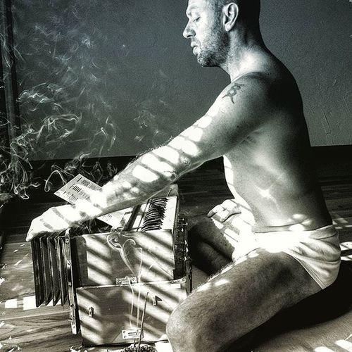 पराणायामं ततः कुर्यान्नित्यं सात्त्विकया धिया   यथा सुष्हुम्णा-नाडीस्था मलाः शुद्धिं परयान्ति छ    ६    prāṇāyāmaṃ tataḥ kuryānnityaṃ Sāttvikayā dhiyā   yathā suṣhumṇā-nāḍīsthā malāḥ śuddhiṃ prayānti cha    6     6. Therefore, Pranayama should be performed daily with sâtwika Buddhi (Intellect free from Raja and tama or activity and sloth), in order to drive out the Impurities of the Suṣumnâ Yoga Hathayogapradipika Pranayama Mantra
