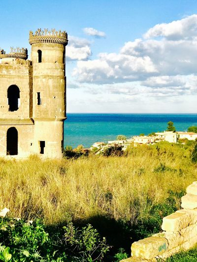 Castello sul golfo di Catania Sea Built Structure Architecture Horizon Over Water Building Exterior Sky Scenics Water The Past Day Tranquility No People Beach Outdoors Grass Nature Castle History Tranquil Scene Beauty In Nature