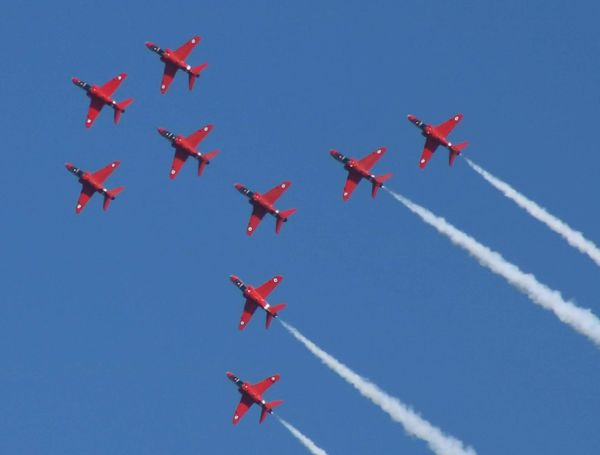 Red Arrows Vapor Trail Aerobatics Fighter Plane Airshow Stunt Airplane Teamwork Air Force Flying Coordination