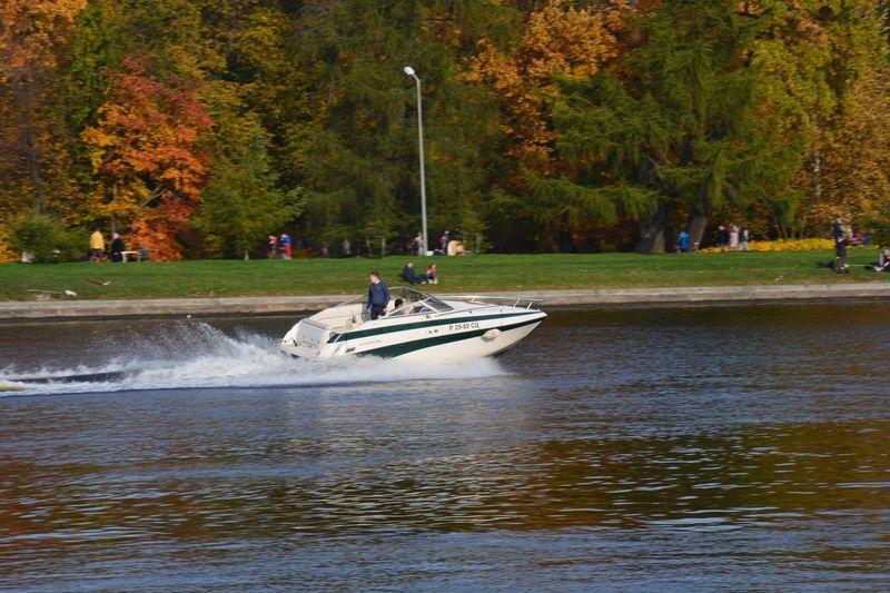Катер осень парк река катер Tree Plant Water Transportation Mode Of Transportation Nautical Vessel EyeEmNewHere Nature Waterfront Group Of People Leisure Activity EyeEmNewHere