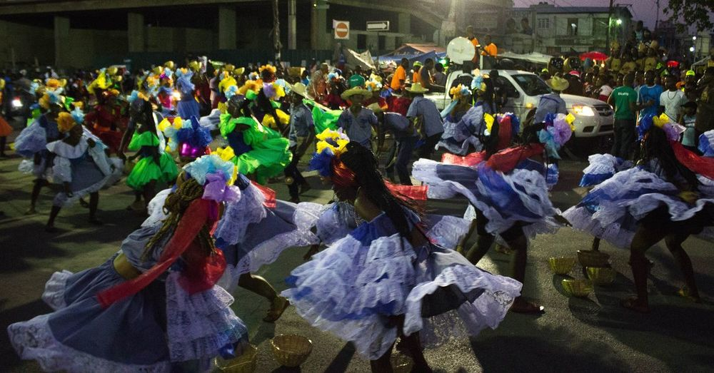 Haitian carnival Outdoors Multi Colored Freshness EyeEm Gallery Everedayhaiti Everydayeverywhere Thephotosociety Thephotooftheday Streetphotography EyeEmNewHere The Street Photographer - 2017 EyeEm Awards Leisure Activity Enjoyment Large Group Of People Passion Street Dancers♡ Celebration Carnival Costume Festivities Haiti Traditions Traditional Dance Traditonal Clothing