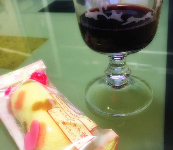 赤ワインと甘いもの♡結構好きなのです(*^^*) 東京ばなな おみやげ 東京みやげ Sweets Sweet Wine Red Wine Desert Heart Drinking Wine Love Relaxing