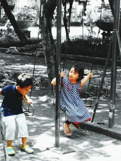 Kotasidoarjo Sidoarjosukaupdate Sidoarjo Alunalunsidoarjo Mobilephotography Splash Streetphotography Mainmatafoto Imagineandcapture Children Children's Portraits Childhood Mobilecapture Kamerahpsaya Sidoarjopunya