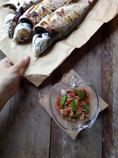 Ikan..😋 Fish Dipping Baked Fish Sauce EyeEmNewHere Foodphotography WeekOnEyeEm Minimalist Photography  Indoors  Lunch Simple Food Ready To Eat Human Hand Wood - Material High Angle View Close-up Food And Drink