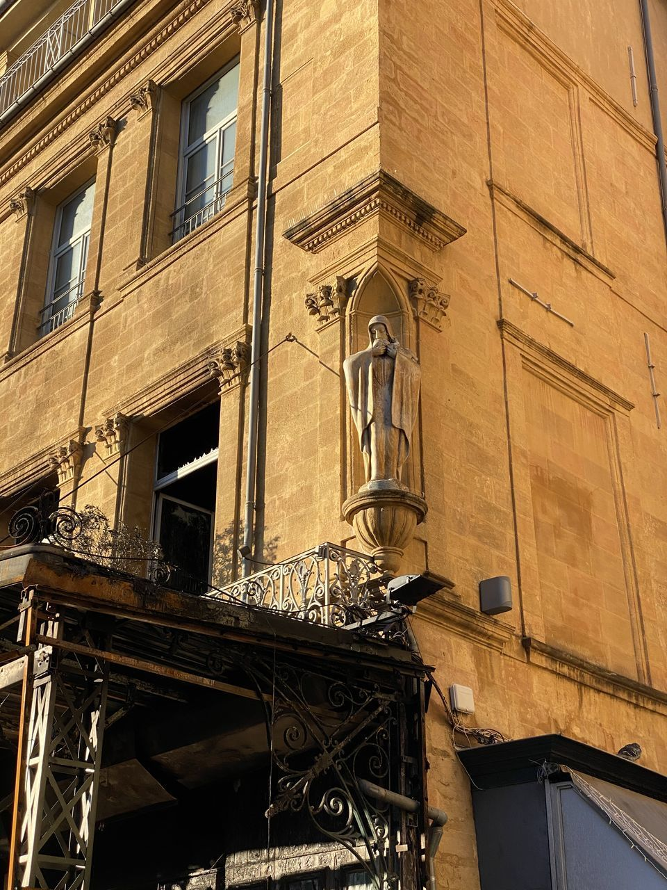 architecture, building exterior, built structure, building, window, low angle view, no people, day, city, residential district, the past, outdoors, history, balcony, old, wall - building feature, construction industry, sunlight, nature, abandoned, apartment