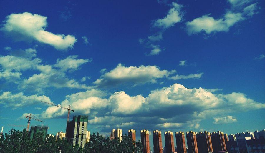 华北电力大学 Walking Around Sunny Day Amazing Day University Campus Hello World Sky And Clouds Sky And City Blue Sky China Exploring Quite Time Building Amazing View University Summer Beautiful World Relaxing Street Photography Colorful