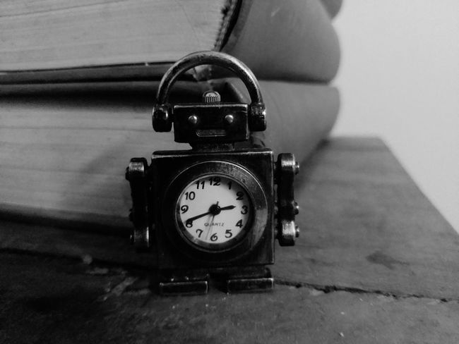 Clock Indoors  No People Day Time Clock Face Robot Blackandwhite B&w Photography Tanu Photography Love To Take Photos ❤ Relaxing Indoors  Close-up The Week On Eyem