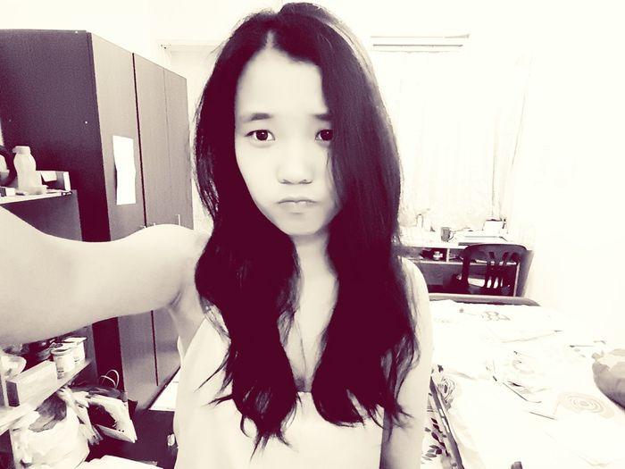 没有聚焦的白日梦 First Eyeem Photo Normal Selfie ps: pls ignore the messy room 😶