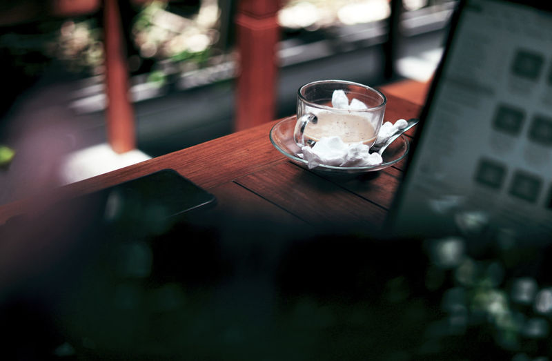 A cup on the cafe table