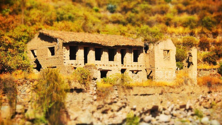Ruins río vía a Machu Picchu