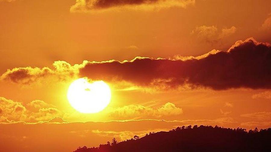 Atardecer en vigo Vigo Galifornia Galicia Galiciavisual Paisajes Sunset Solpor Anochecer Paisajismo Nubes Riasbaixas Riadevigo Pontevedra
