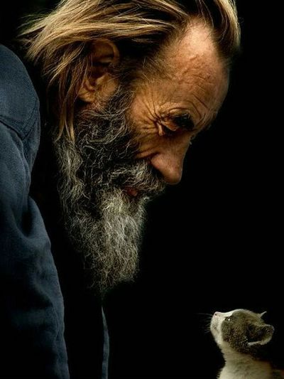 A moment in time... Portrait Color Portrait People Photography Faces Friends Cat Homeless People Wrinkles Lines Of Life A Face With Many Stories To Tell
