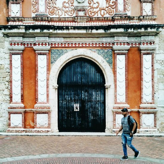 Architecture Building Exterior Built Structure Door One Person Caribbean Cityscape Latin America Meizumx6 Travel Travel Destinations History Tourism The Caribbean Colonial Cities Colonial Architecture Dominican Republic Colonial Style Colonial My Best Travel Photo