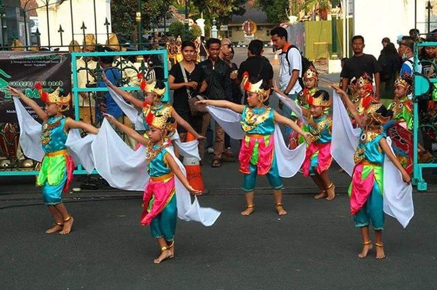 Jogja International Street Performance 2015 Jisp Dance Jogja Yogya Explorejogja Instanusantara Instanusantaradiy Pesonaindonesia Wonderfulindonesia Pewartafotoindonesia Seribukata