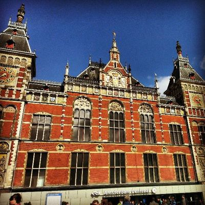 My last day in AMS. Finally got to walk under the sunshine!!! wow!!! :) Amsterdam Amsterdamcentraal Iaminamsterdam Sunshine Bluesky