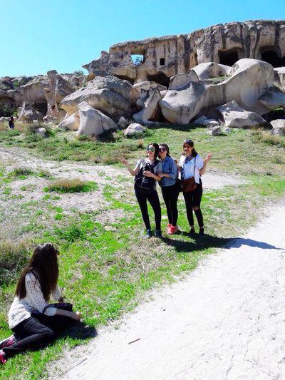 7kilometros çat Vadisi Dünyanın Ilk Sarayı Capadocia TEGV tam yedi kilometre yürüdükten sonra pes eden sadece bir kişi bence büyük bir başarı🤘🏻✌🏻️ Dağ Bayır Enjoying Life Hello World Younger Pazar Aktivitesi Sunday Walk Friend Time Nature