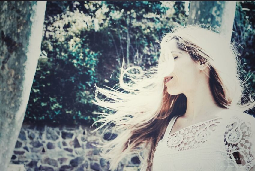 Wind on EyeEm Gallery Oniric Emotional Photography Pictureoftheday Lovephotographyandnature Retrato EyeEm Portraits Portrait Photography Emotional Woman Portrait Natural Light Womanportrait Poesíavisual