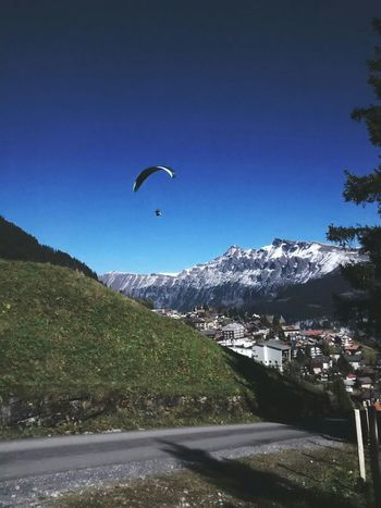 Blue Sky Landscape_Collection Bernese Oberland Mountains Switzerland Taking Photos Paragliding