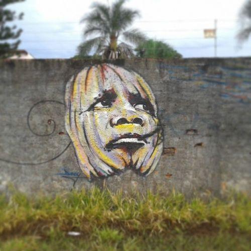 Mais uma bela arte que me chamou a atenção enquato roletava pelas ruas da minha querida Goiânia . Artista: Decy Artesderuagyn